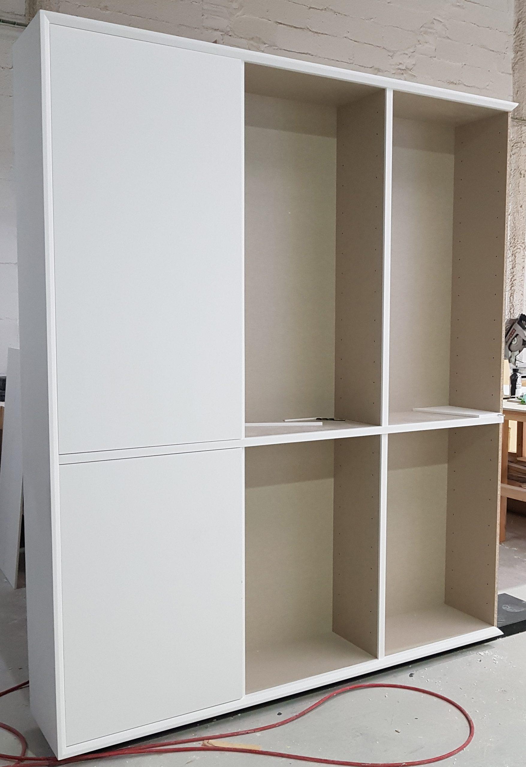 armario con puertas de CORIAN solid surface